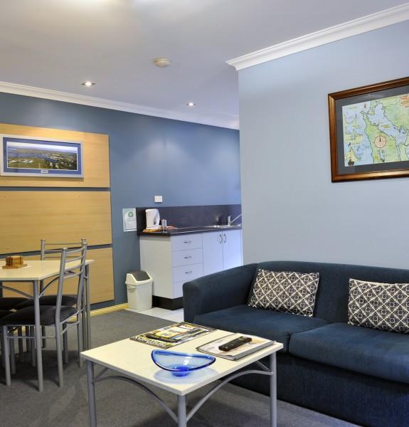 lounge dinning kitchen
